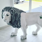 Notre Roi de la savane est arrivé à bon port 🦁 Pièce unique entièrement personnalisée pour l'entreprise BML 🚚💚 Finition béton blanc /béton gris. @alixthonnerieux merci pour ta confiance!