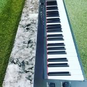 PASSION SUR-MESURE 🎹 Remise à neuf d'un piano. Réalisation sur-mesure donc unique 👌 Finition effet marbré 🖤🤍  #piano #passionmusic #pianosurmesure #pianopersonnalise #handmade🎨🖌 #marbre #musicien #instrumentdemusique #unique #madeinfrance🇫🇷