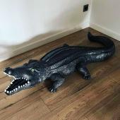Crocodile 150cm 🐊🖤 Finition unique By Swen'Art : craquelée noir et gris métallisé.  #handwithlove❤️ #handmade🎨🖌 #crocodile🐊 #animaux #passioncrocodile #statuedesign #statueunique #statuedeco #peinturedecarrosserie #peintureautomobile #black #finitionunique