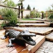 Il est enfin LIBRE 🐊 !  Pièce unique. Crocodile 210 cm. finition craquelée noir et argent.  Merci @elnos87 👍
