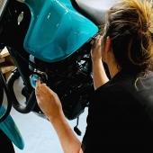 Grâce à nos équipements et notre savoir faire nous pouvons peindre et remettre à neuf toutes sortes d'éléments ! 🖌️👌 Realisation sur-mesure, nous vous accompagnons dans le choix des finitions et des couleurs. 🎨  Ici une carrosserie de moto remise à neuf 💯 un grand merci à @laurent_sicre pour sa confiance.